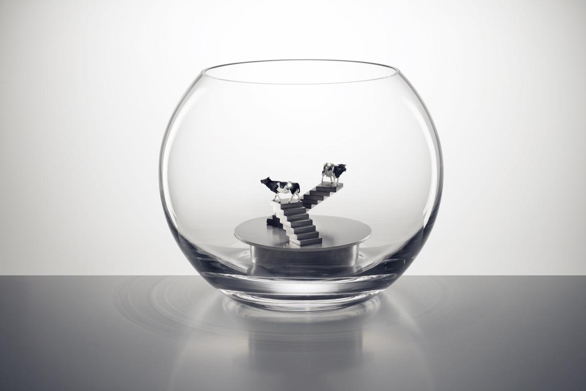 Objekt aus Glas und Edelstahl